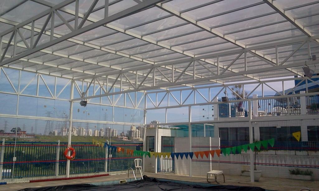 Cobertura em policarbonato piscina APVE SJC Jun 2014